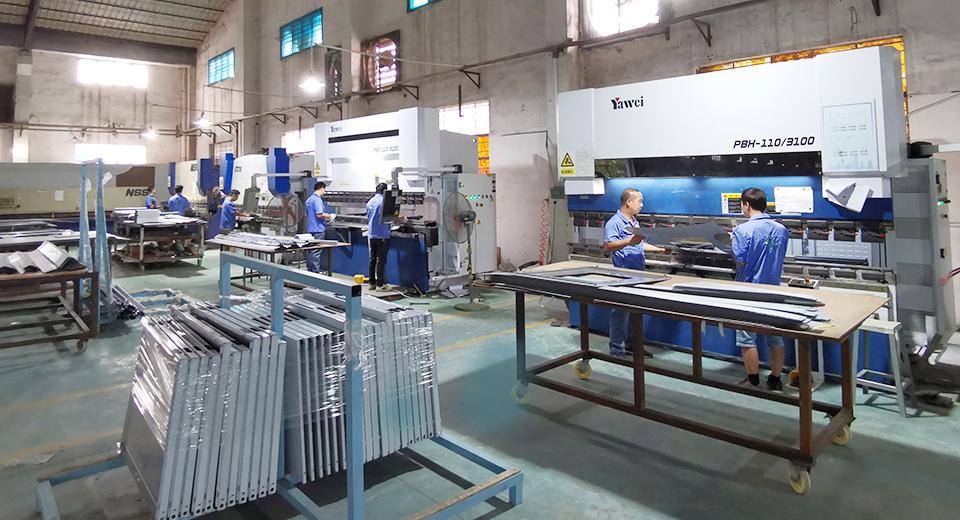 如何挑选一家专业靠谱的钢制洁净门生产厂家